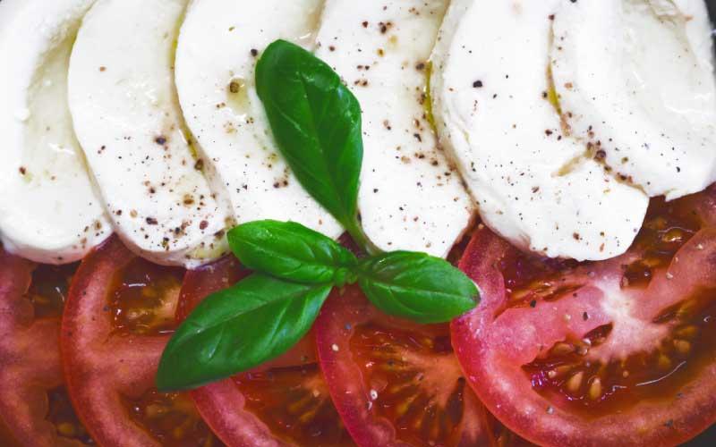 Mozzarella-Caprese-Basilico